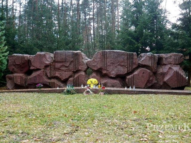 Pomnik na miejscu straceń w obozie pracy treblinka