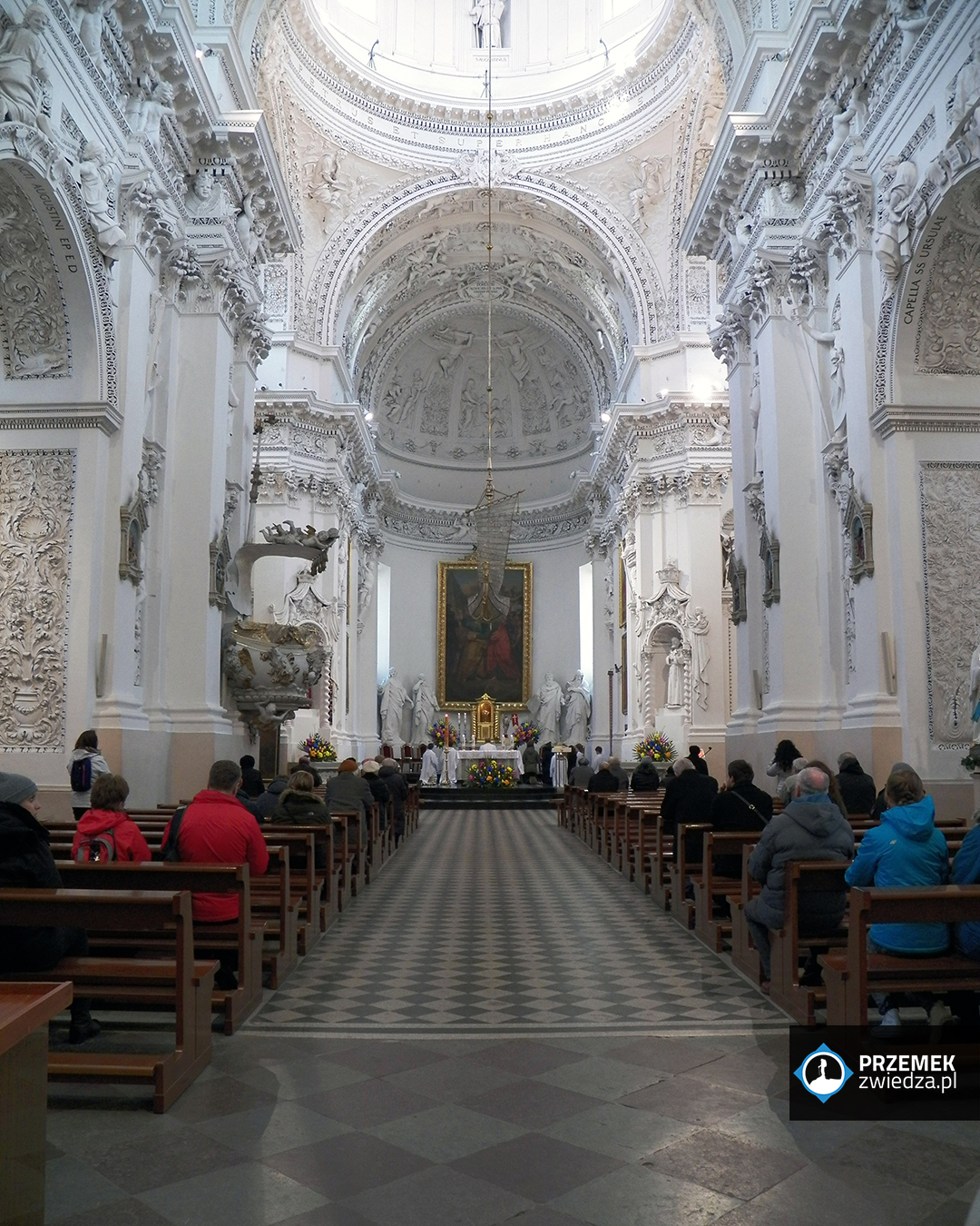 Wilno - Kościoł św. Piotra i św. Pawła - nawa główna