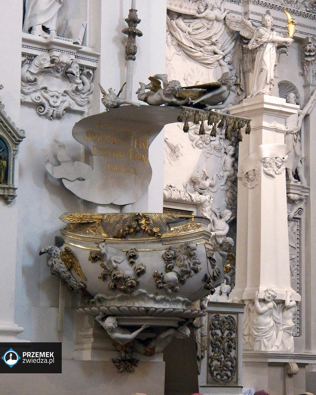 Wilno - Kościoł św. Piotra i św. Pawła - bogato zdobiona ambona