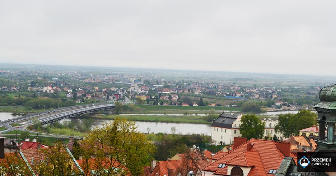 Widok na Wisłę i miasto z Bramy Opatowskiej Sandomierz