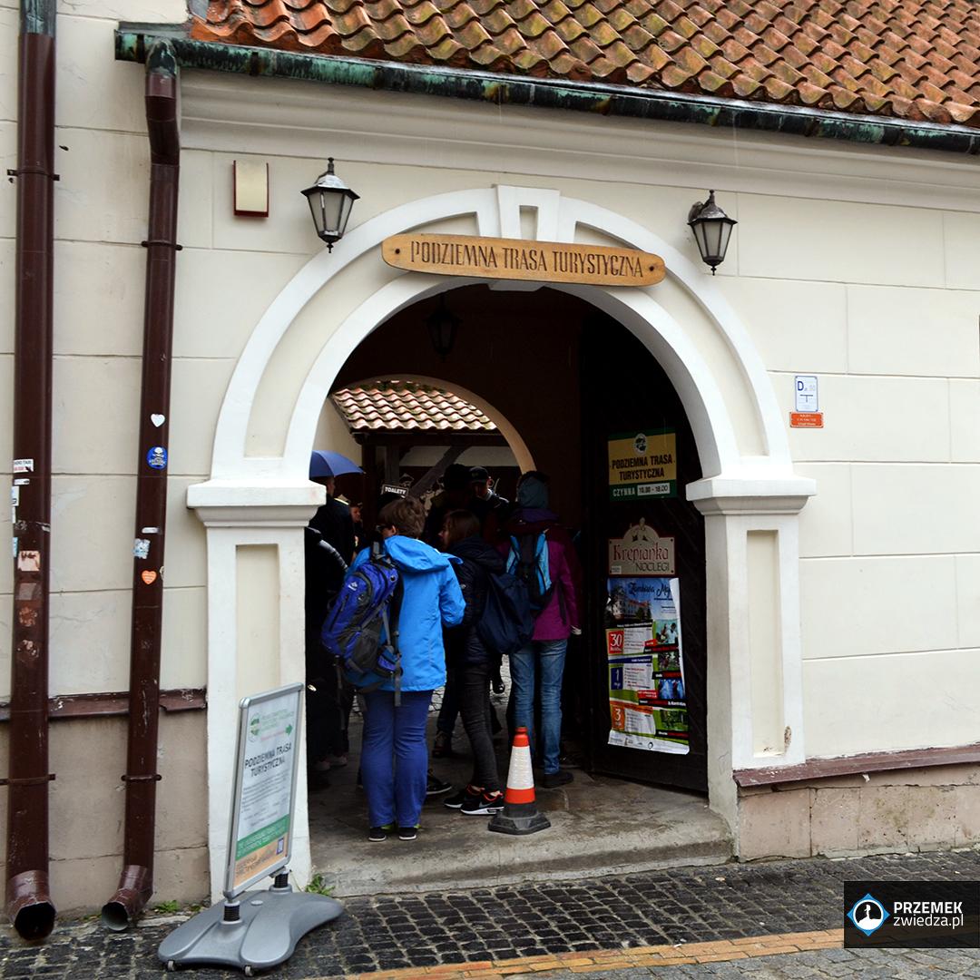 Wejście do Podziemnej Trasy Turystycznej Sandomierz
