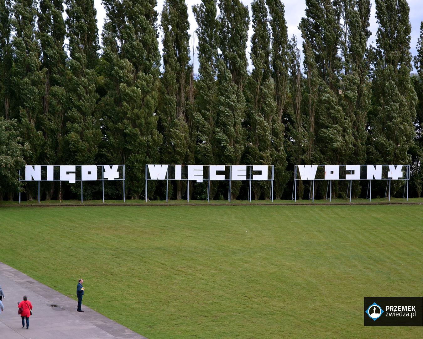Antywojenny napis: Nigdy więcej wojny Westerplatte