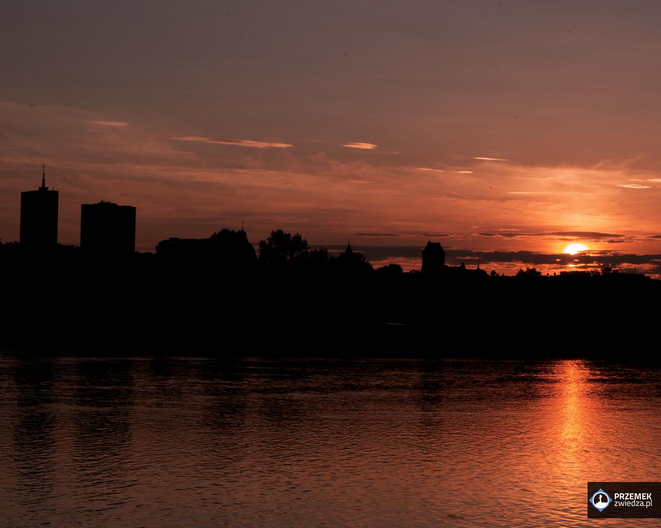 Historia jednego zdjęcia zachód słońca nad Warszawą