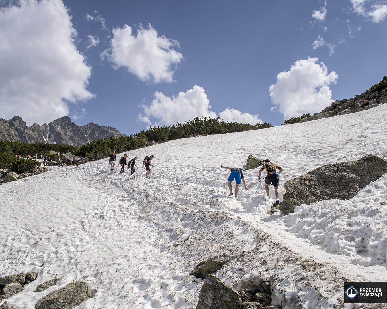 śnieg hala gąsienicowa turyści